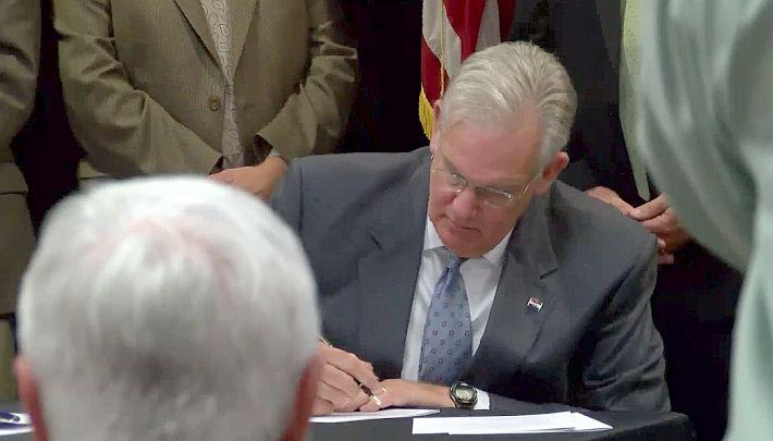 Nixon signs bill_1466164351031.jpg
