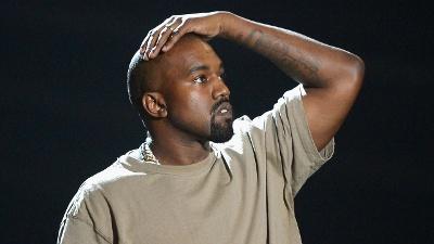 Kanye-West--2015-MTV-Video-Music-Awards-jpg_20160730194800-159532