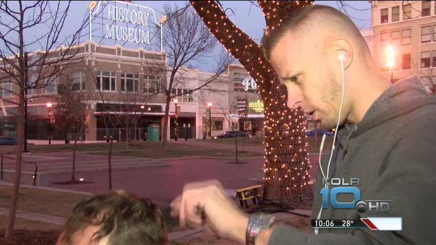 Barber Offers Free Haircuts To Homeless Community_06037240