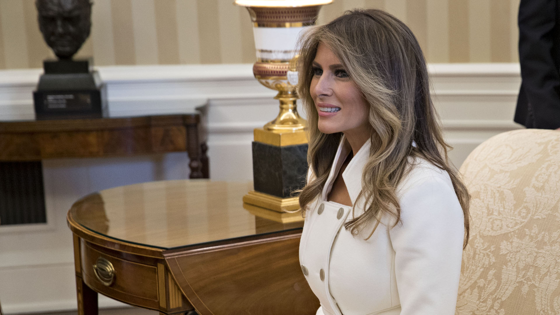 Melania Trump in oval office, February 201729108853-159532