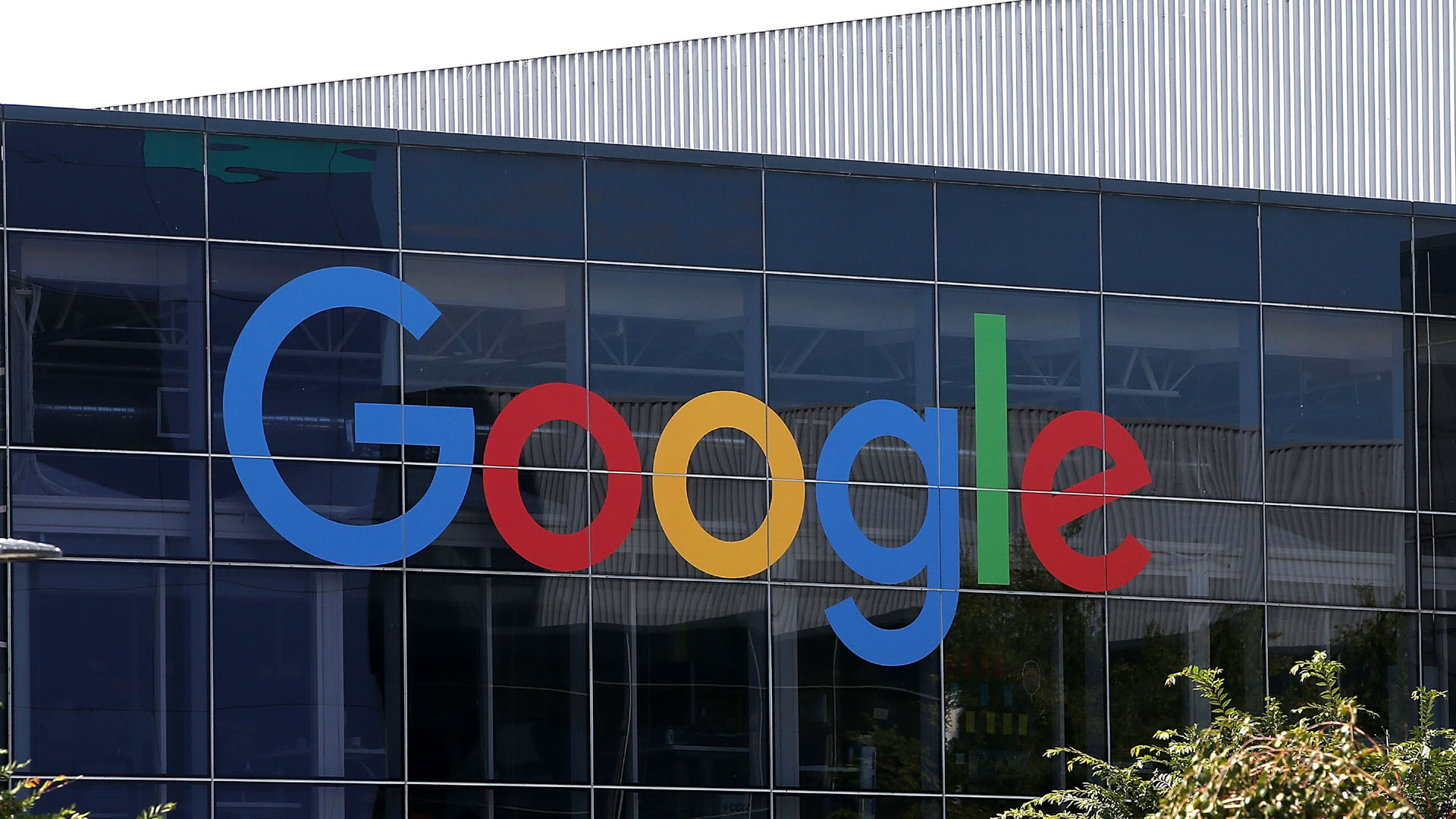 google new logo on headquarters 201502054852-159532