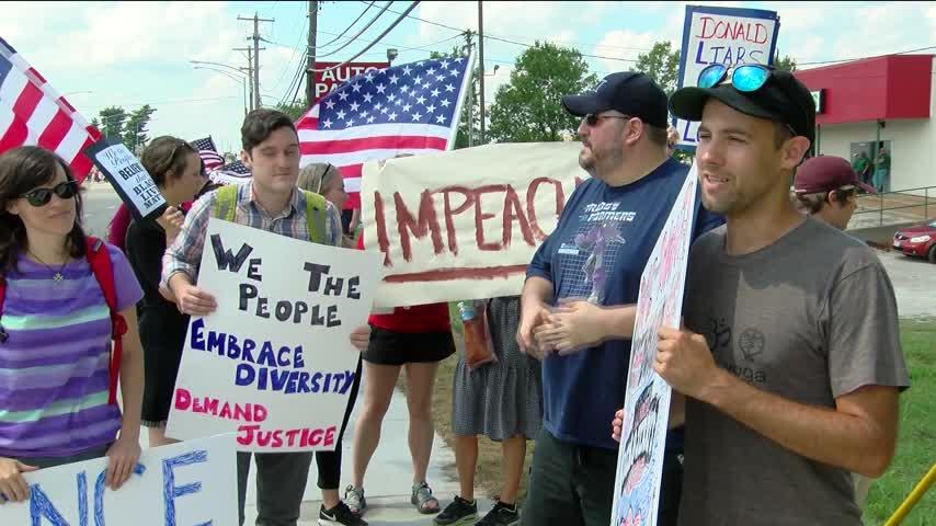 President Trump Demonstrators_26214005