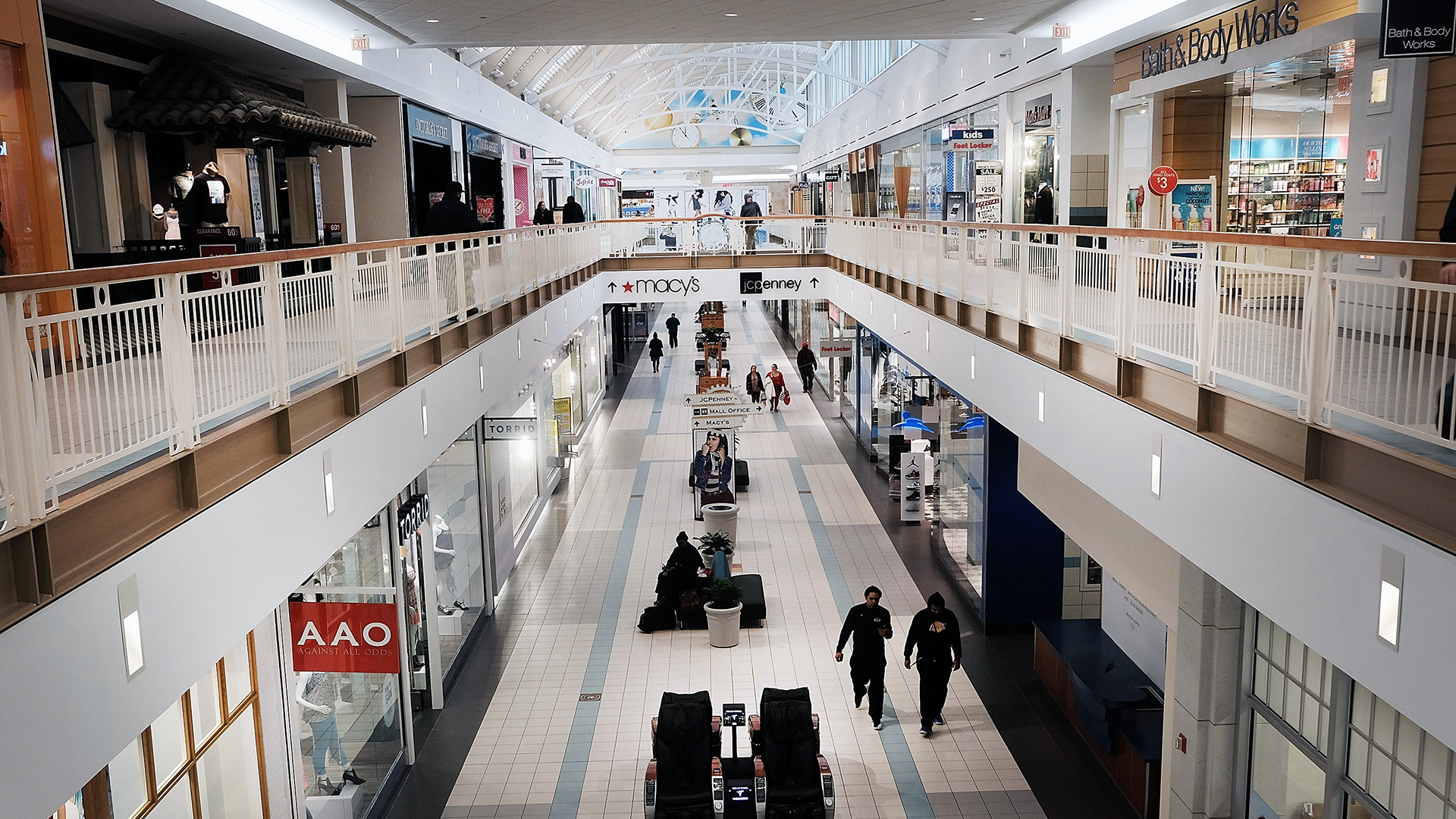 Interior of a shopping mall-159532.jpg31034428