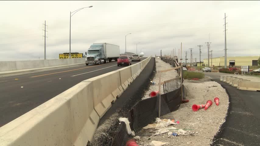 Construction Crews Halfway Done with Chestnut Expressway Bri_98862163
