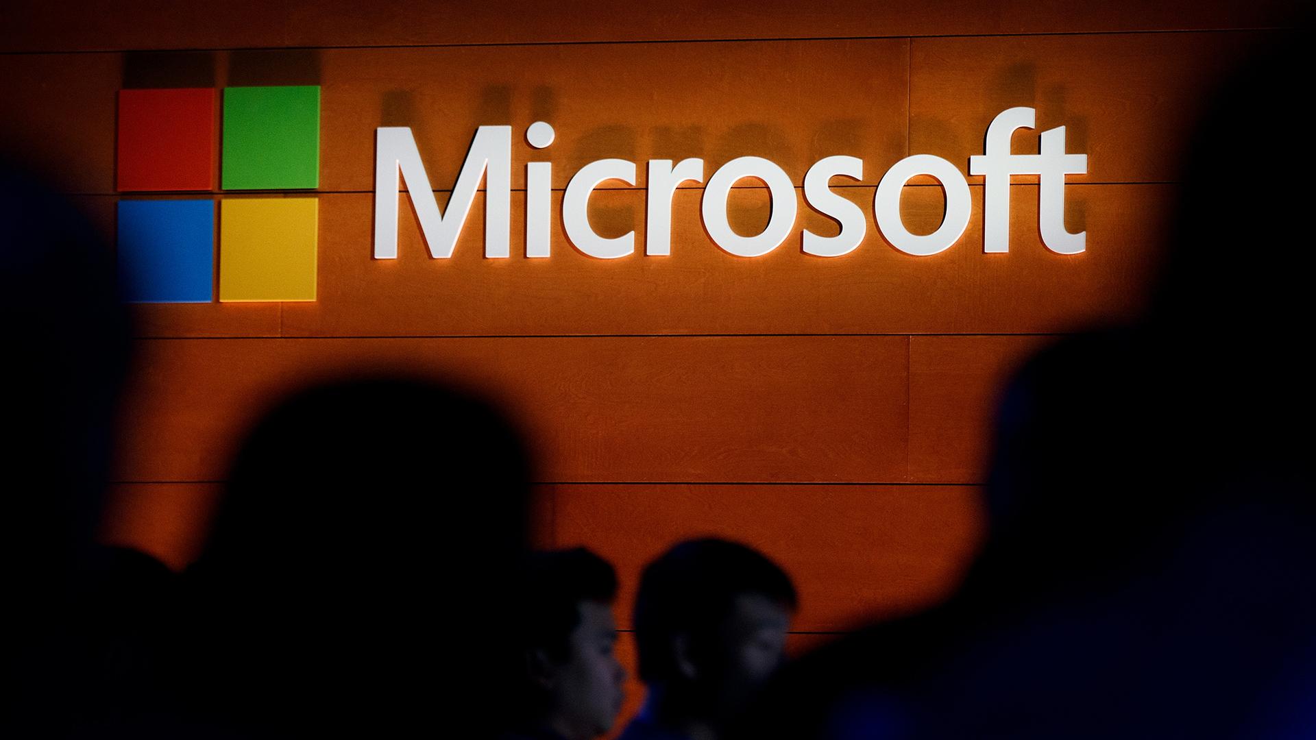 Microsoft logo on a wall-159532.jpg20041086