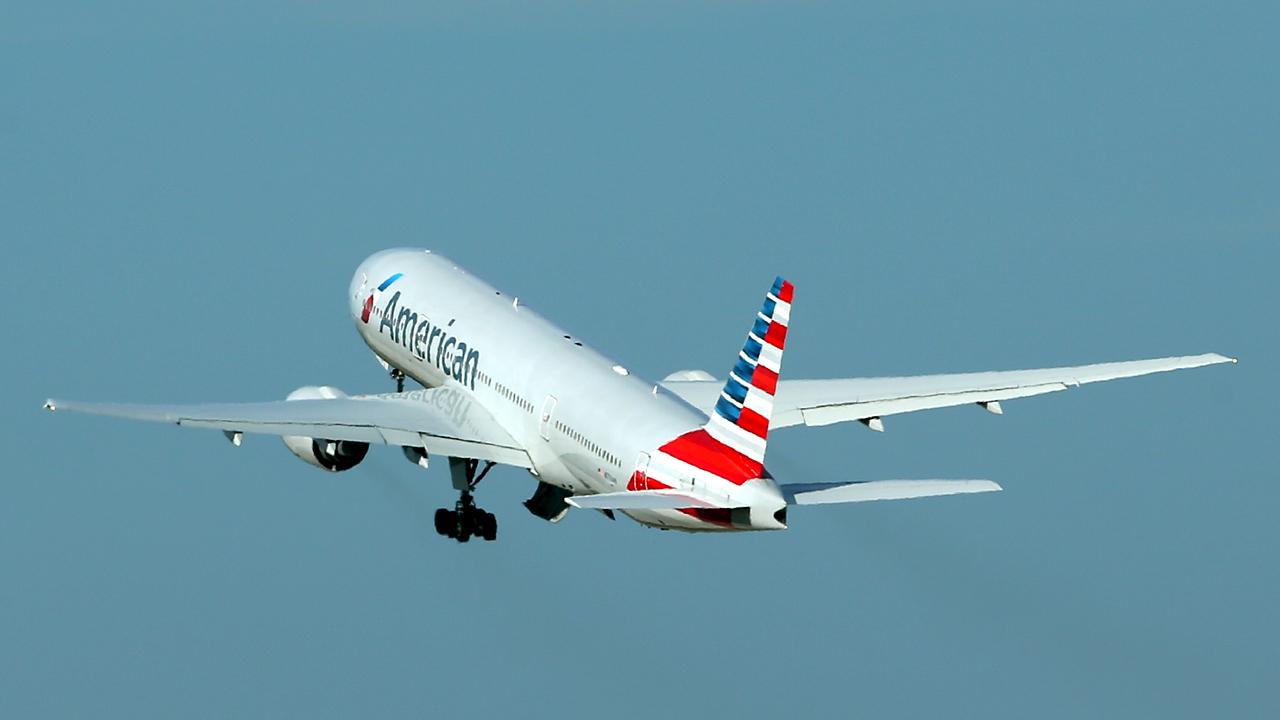 American Airlines plane flies-159532.jpg91075117
