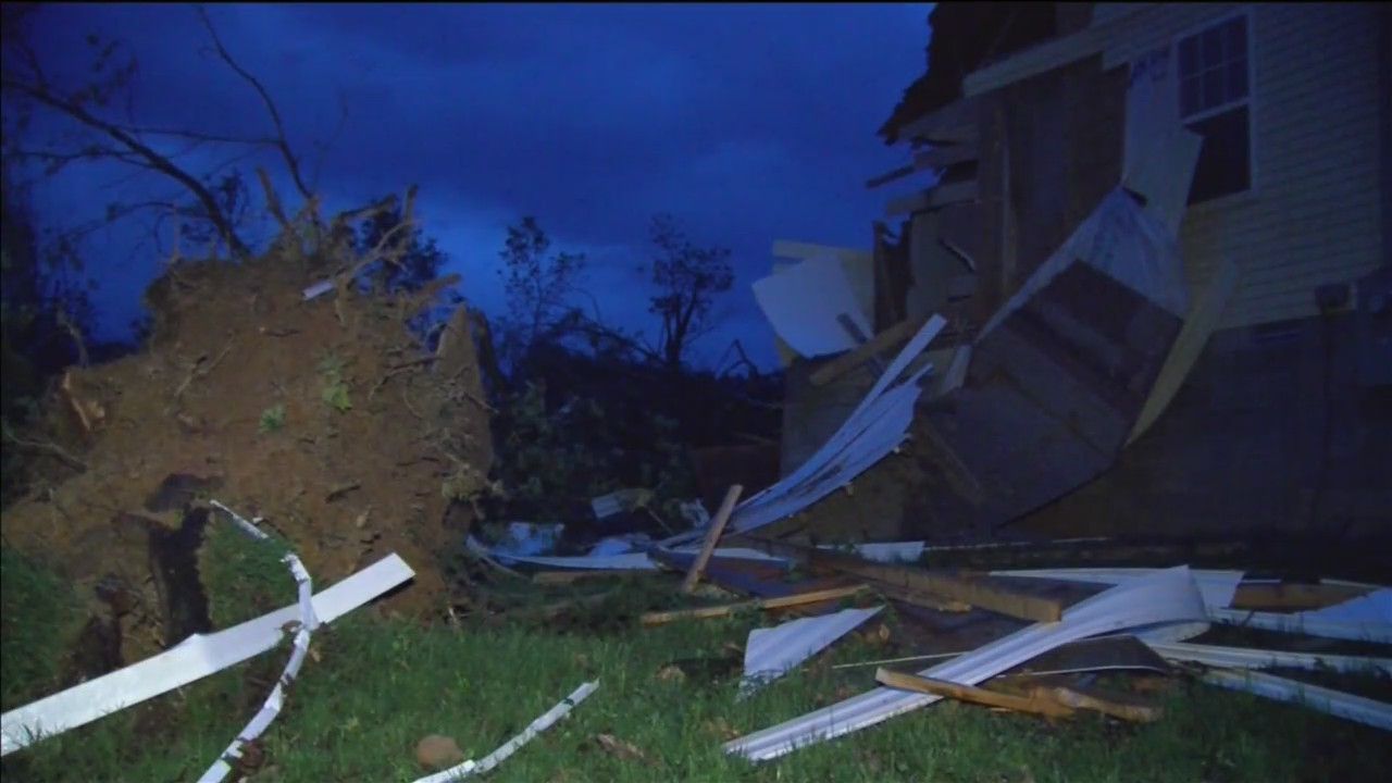 Storm_Destroys_Home_in_Boone_County_0_20190501163623