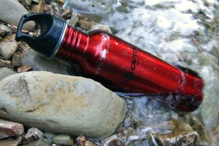 Having filtered some more water, I put my water bottle i the creek to keep it cool.