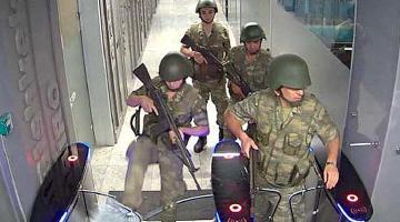 Özel güvenlik Ersin Eşref Balcı 'Askerlere sarılıp onları ikna etmeye çalıştık'
