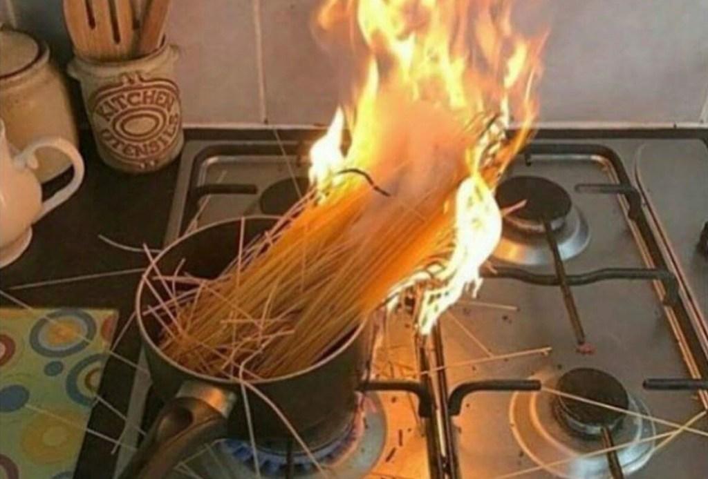 запах сгоревших макарон_1