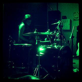 Me gustan las chicas bateristas.