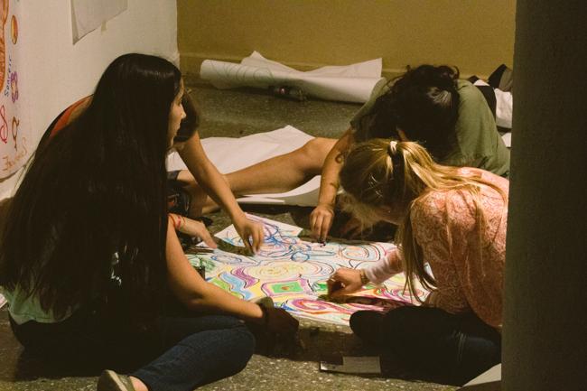 Chicas dibujando
