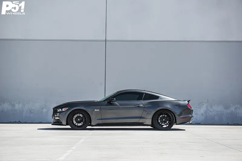 gary-magnetic-gray-metallic-ford-mustang-gt-competition-pack-concave-rotary-forged-flow-formed-gloss-black-r-spec-wheels-side