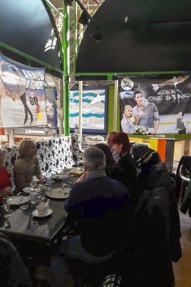 Treffen im Café mit Club-Ambiente