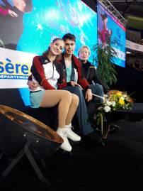 Minerva und Nolan warten mit Trainerin R. Kermer-Oesterreich auf die Wertung (Bild: René Müller)