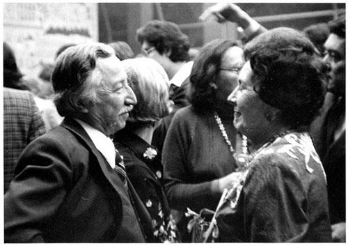 Imagen 6. En 1977 visita México Luis Corvalán, Secretario General del Partido Comunista Chileno, exiliado en la URSS. En la foto con Hortensia Bussi, viuda de Salvador Allende.