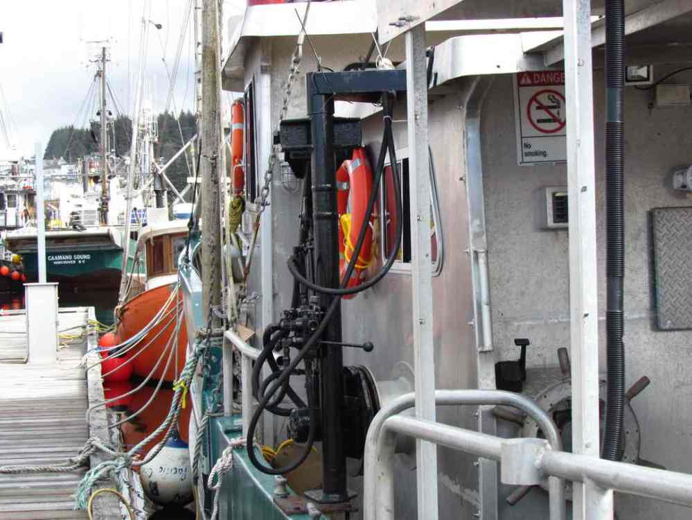 medium resolution of marine research vessel image 1