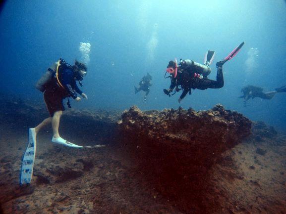 Divers - at pinnacles
