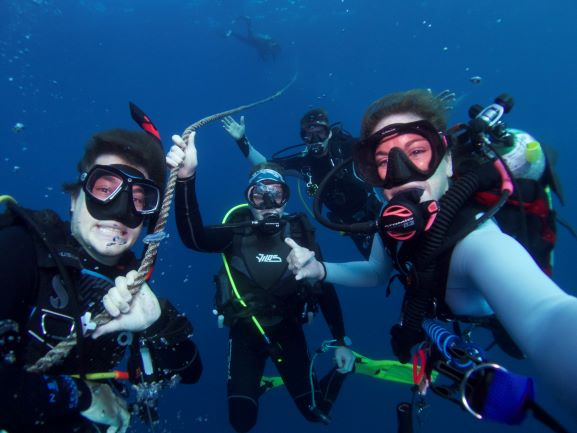 divers - on the line