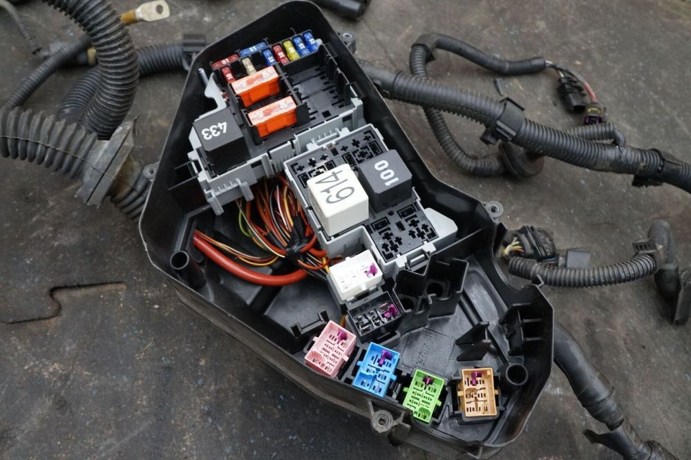 medium resolution of engine fuse box