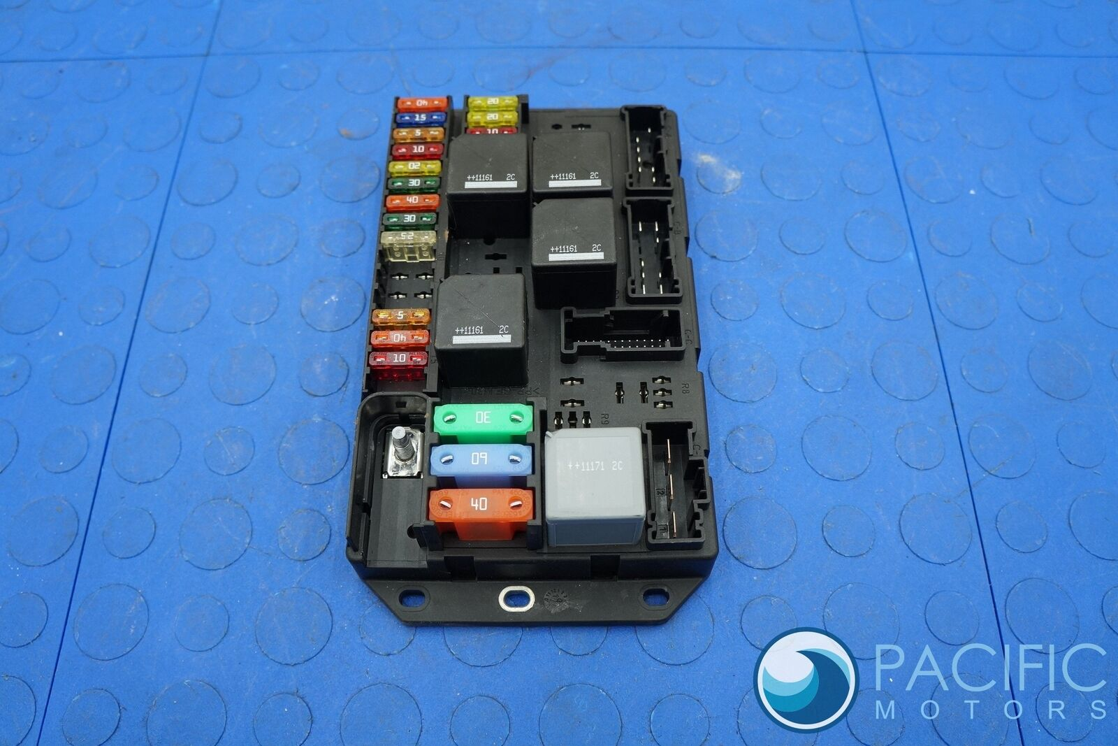 Rear Trunk Fuse Relay Distribution Box C2d2465 Jaguar Xj 2011 13