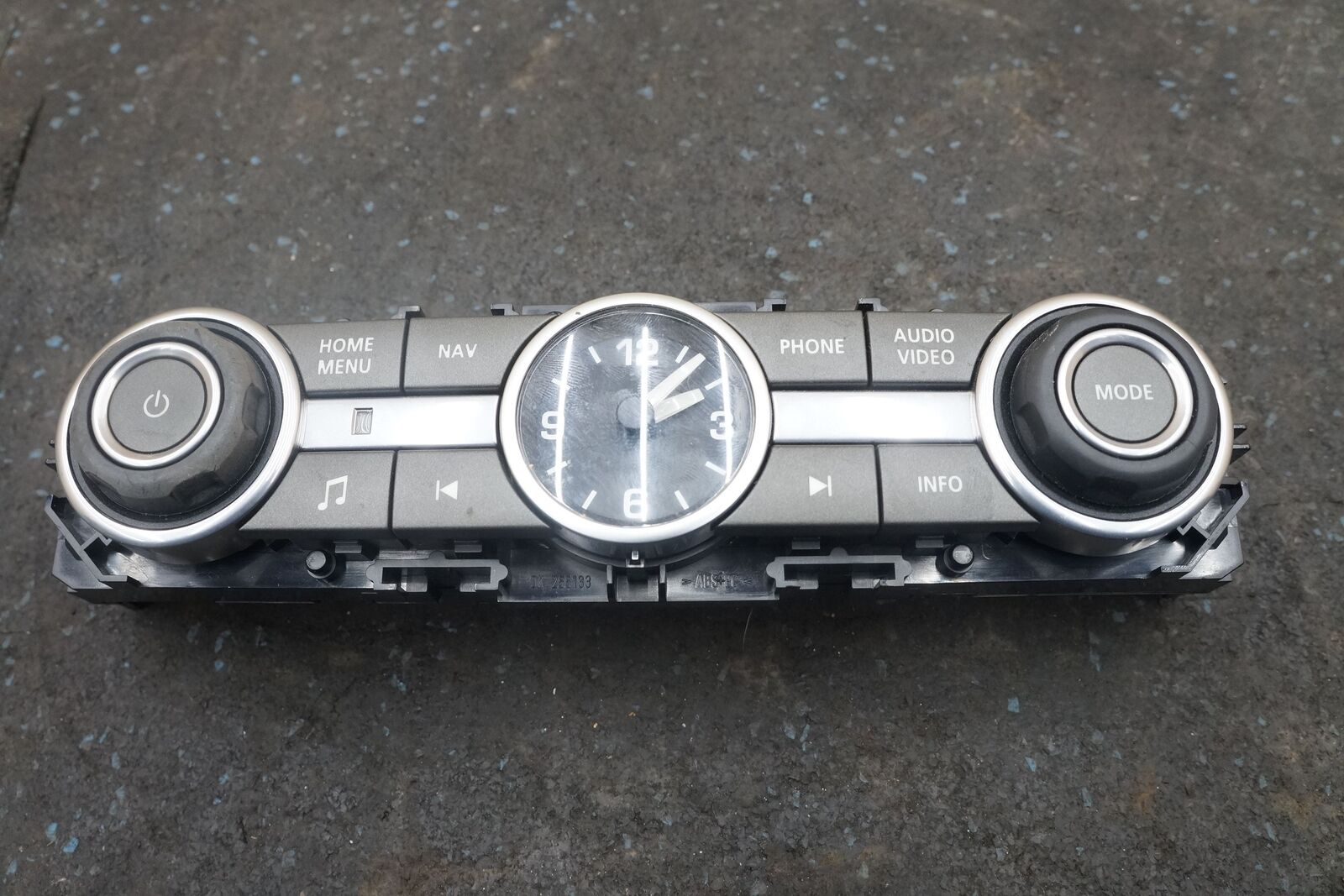 hight resolution of dash radio control switch panel clock lr029583 land rover
