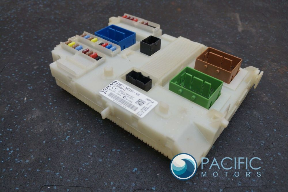 medium resolution of body control module fuse box assembly 31254838 ac oem volvo s80