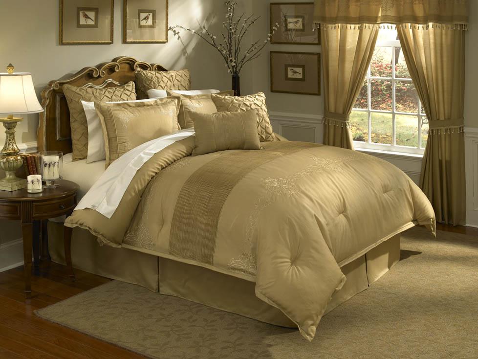 Lantana 4PC Queen Comforter Set Gold