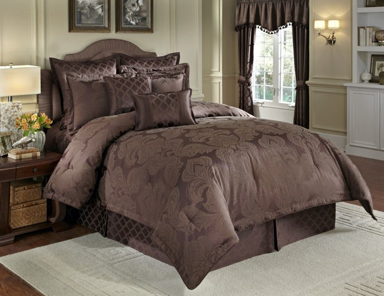 Nouvelle 4PC Queen Comforter Set Chocolate