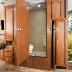 Jayco2017_HummingBird_17RK_Bath