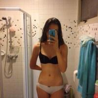 Mini Pack De Ally Jovencita En Ropa Interior Enseñando Su Vagina Afeitada + 2 Videos Masturbándose