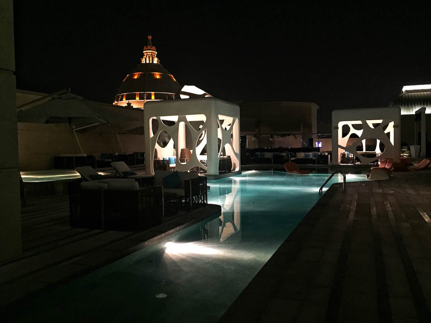 W Hotel Dubai | Packs Light