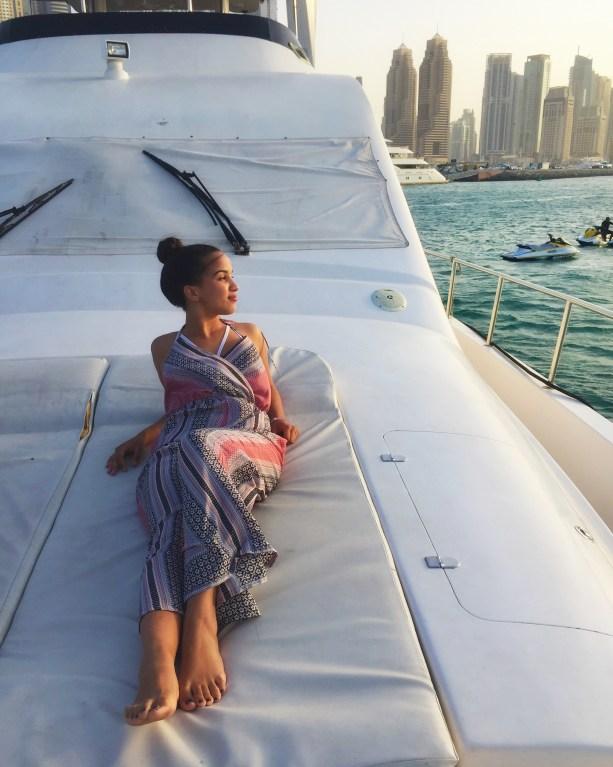 Dubai Yacht   Packs Light