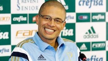 654cdb0961 Bola na trave. Alex - ex-Palmeiras e Fenerbahçe - adia o lançamento de