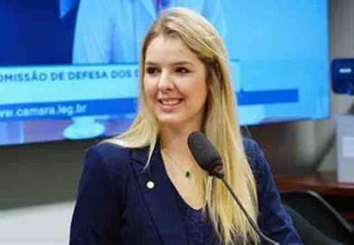 Deputada Luisa Canziani usa microfone sem fio em reunião do Ministério da Educação e vira alvo dos parças da direita