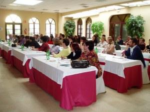 Participantes atentos en el taller (hora de la siesta)