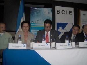 Mesa de autoridades presentación CATDE Tegucigalpa.