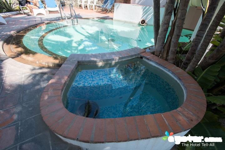 small-pool--v12528902-720