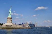 wikipedia-free-public-Liberty-statue-with-manhattan