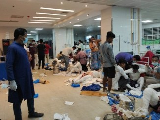 17 muertos y 37 lesionados tras explosión en mezquita de Bangladesh