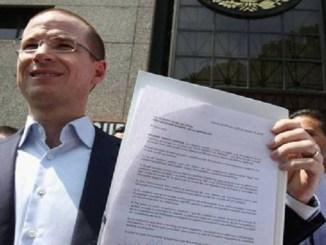 Ricardo Anaya demanda formalmente a Lozoya por daño moral
