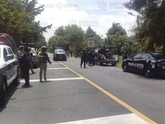 Grupo armado mata a tres policías en carretera de Ixtapan de la Sal