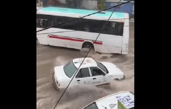 Múltiples inundaciones por fuertes lluvias en Cuernavaca #VIDEOS