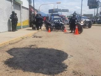 Demandan y multan a vecinos que taparon los baches de una calle en Oaxaca