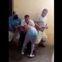 Con tablazos, puños y patadas, reos interrogan y castigan a preso #VIDEO