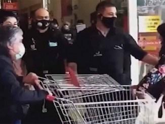 Vigilantes sacan a golpes a una mujer que intentó robar en supermercado