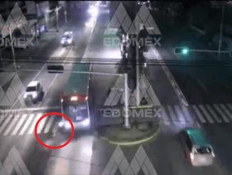 ¡De milagro! Así se salvó un motociclista de ser arrollado por el Mexibús #VIDEO