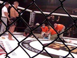Luchador cae inconsciente 15 minutos, tras brutal nocaut #VIDEO