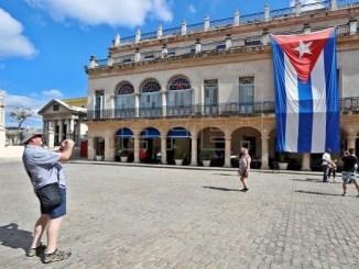 Cuba recibe al primer avión lleno de turistas tras meses de ausencia