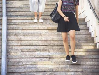 Pervertidos que tomen fotos bajo la falda de mujeres en Alemania, podrían pasar 2 años presos